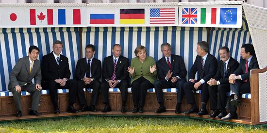 http://www.klimaforschung.net/greenpeace/G8-schaukel.jpg