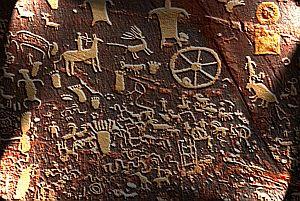 Urschriftsymbole aus der Steinzeit - Meist sind in prähistorischen Felsmalerein Tiere oder Jadgszenen dargestellt. Daneben finden sich immer wieder bestimmte Symbole. Forscher identifizierten 26 davon, die weltweit auftreten und Zeichen einer einer Urschrift sein könnten